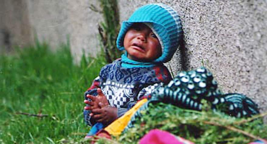 Baby crying on the side of the road (Peru)
