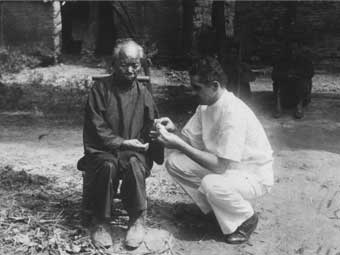 Maryknoll's Dr. Harry Blaber treating a patient in Xinhui, southern China, 1934