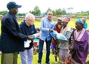 Fr. Lance Nadeau, M.M. distributes seeds.