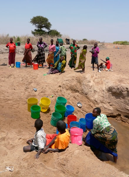 People collecting water (Tanzania)